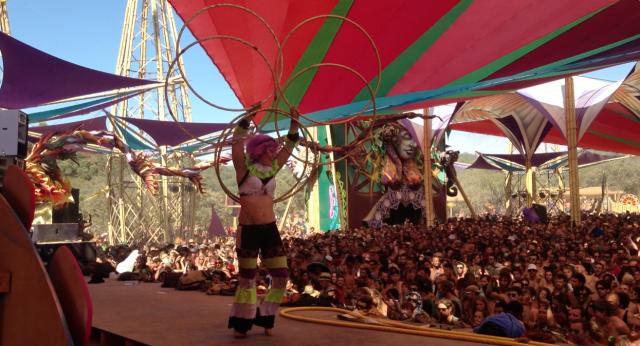 Mitra Hoop Dance tempel Boom Festival